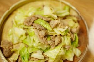 豚とキャベツのオイスターソース炒め 調理
