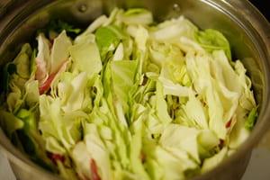 キャベツと豚のミルフィーユ鍋 調理